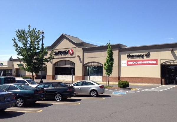 Safeway Store Front Picture at 17779 Boones Ferry Rd in Lake Oswego OR