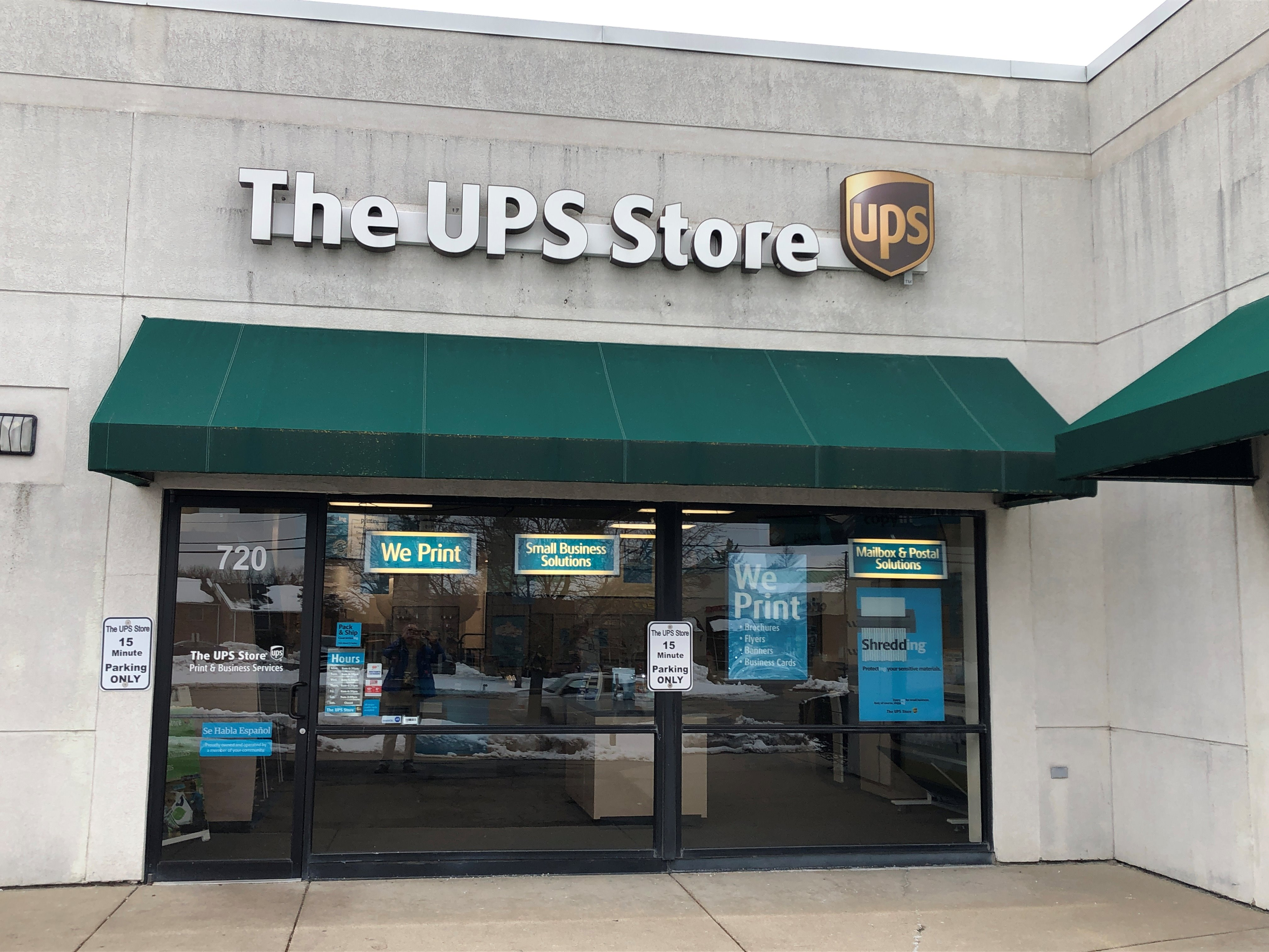 Facade of The UPS Store Woodstock