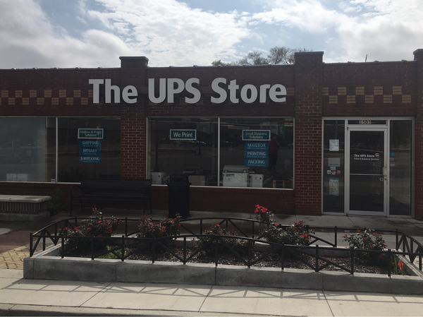 Facade of The UPS Store Grandview