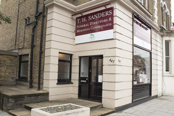 T H Sanders & Sons Funeral Directors in East Sheen