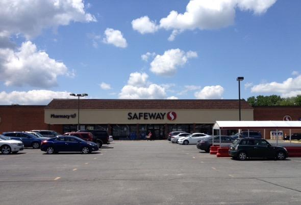 Safeway Store Front Picture at 437 S King St in Leesburg VA