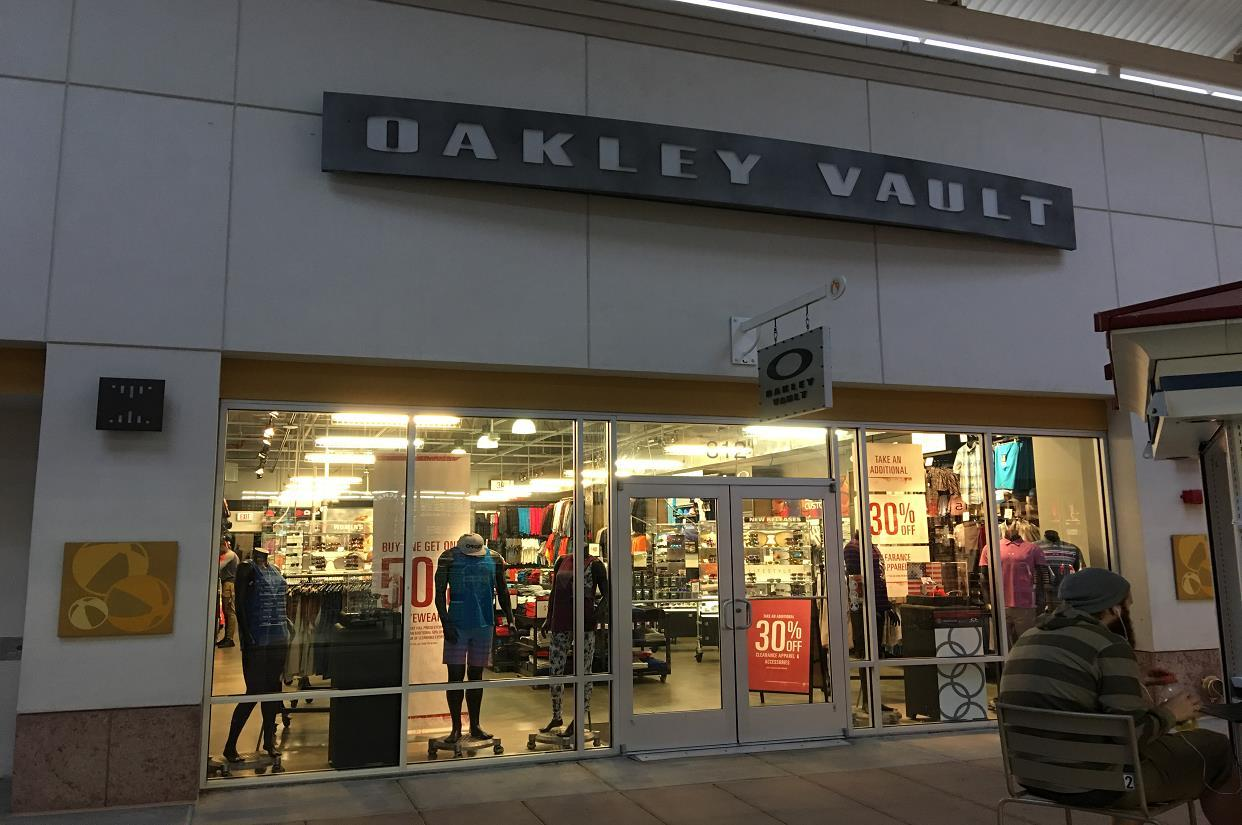 Oakley Vault in 1 Premium Outlets Blvd Tinton Falls, New Jersey | Men's &  Women's Sunglasses, Goggles, & Apparel