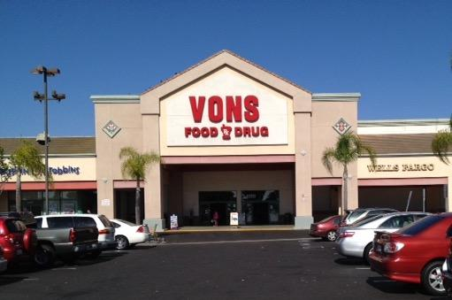 Vons Store Front Picture at 4550 Atlantic Ave in Long Beach CA