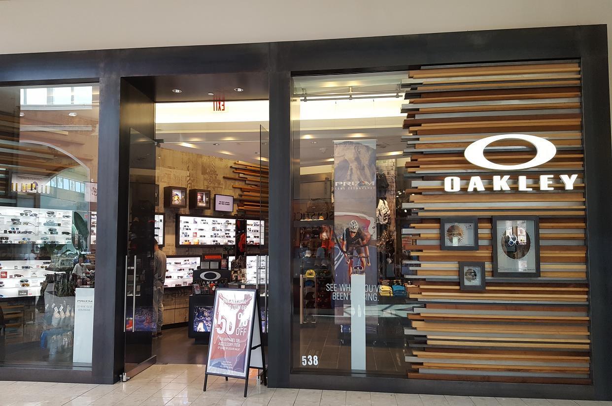 4db772fe5e0 Oakley Store in 11401 Pine Blvd Pembroke Pines