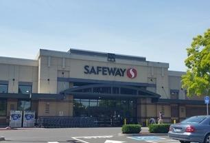 Safeway Store Front Picture at 8330 N Ivanhoe St in Portland OR