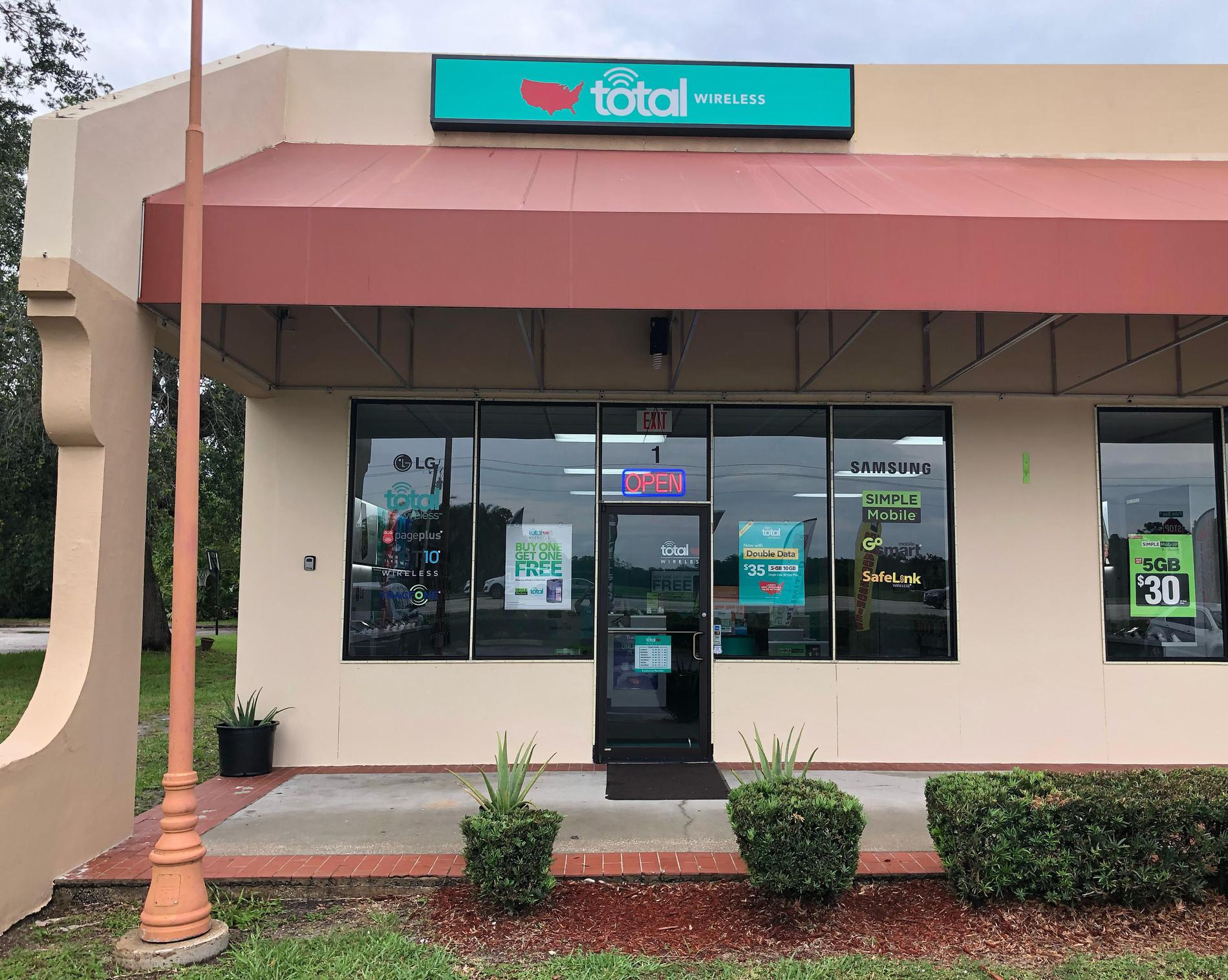 Total Wireless Store front image in Palm Bay,  FL