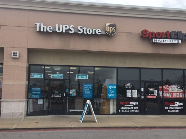 Exterior storefront image of The UPS Store in Wentzville, MO