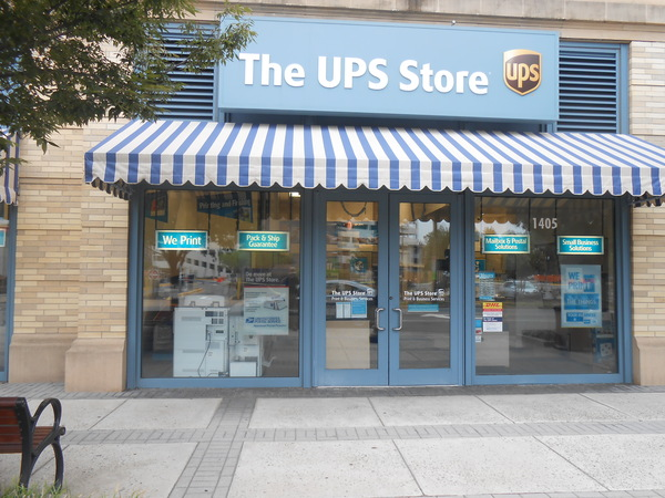 Exterior storefront image of The UPS Store #6199 in Arlington, VA
