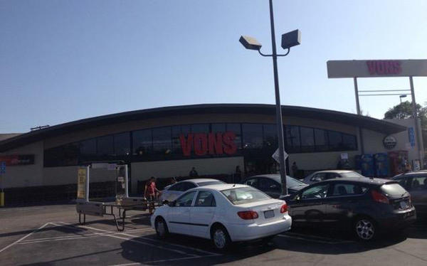 Vons Store Front Picture at 1342 N Alvarado St in Los Angeles CA