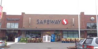 Safeway Store Front Picture at 7300 Roosevelt Way NE in Seattle WA