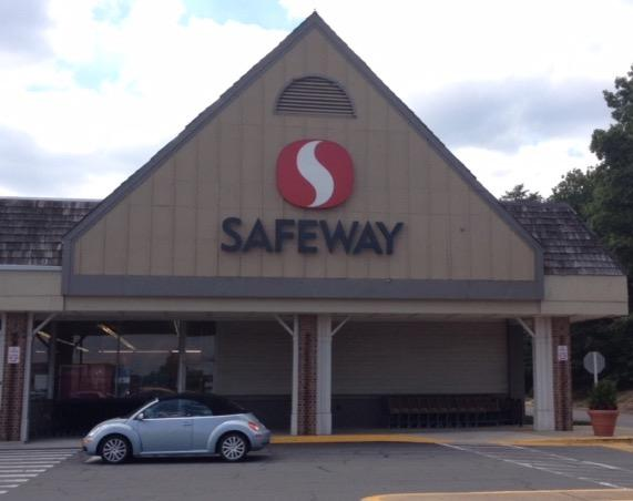 Safeway Store Front Picture at 2205 Old Bridge Rd in Woodbridge VA