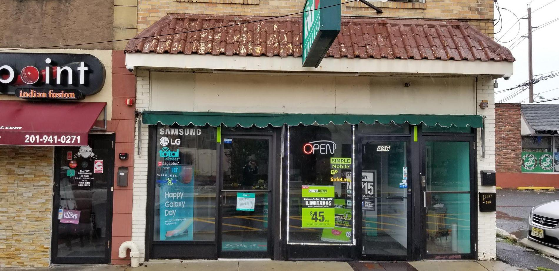 Total Wireless Store front image in Cliffside Park,  NJ