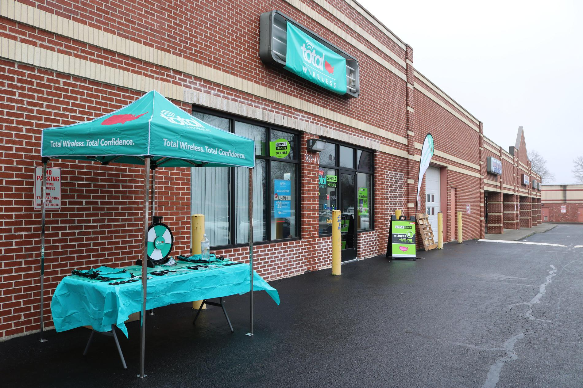 Total Wireless Store front image in Greensboro,  NC