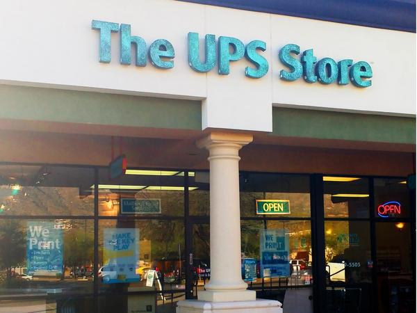 Exterior storefront image of The UPS Store #5809 in Oro Valley, AZ