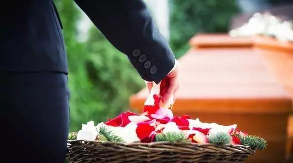 What to do when someone dies | Dignity Funerals