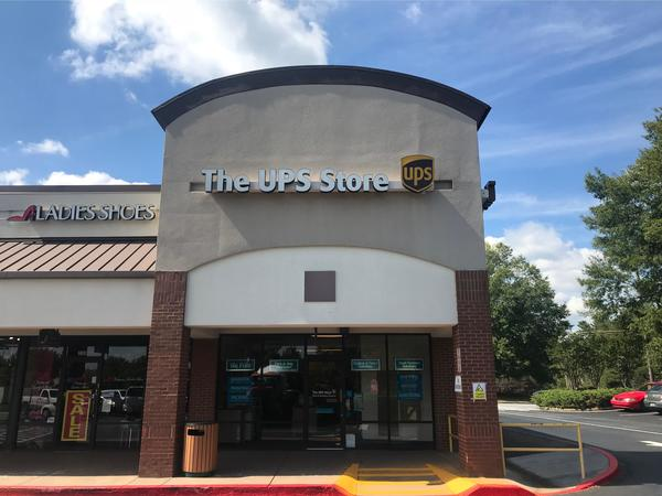 Facade of The UPS Store Marietta
