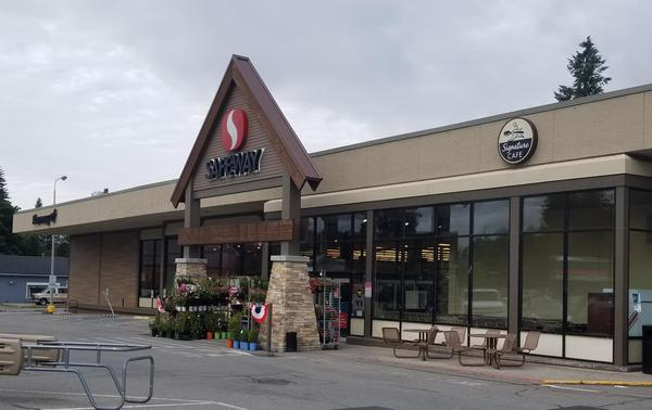 Safeway Store Front Picture at 1001 N 4th St in Coeur D'Alene ID