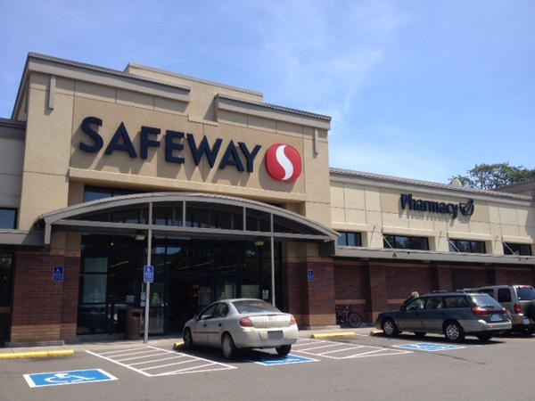 Safeway Store Front Picture at 1265 Center St in Salem OR