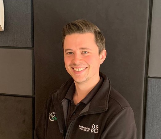 Stevie joined Bang & Olufsen of Wilmslow at the beginning of 2015. He previously worked in granite construction. He is equally adept at wall mounting a 77