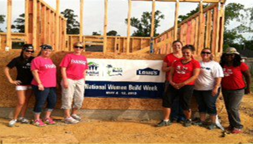 Tracy Fletcher Insurance and Lowes volunteers - Habitat for Humanity May 2013