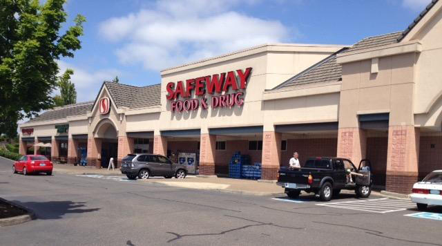 Safeway Store Front Picture at 22000 Salamo Rd in West Linn OR