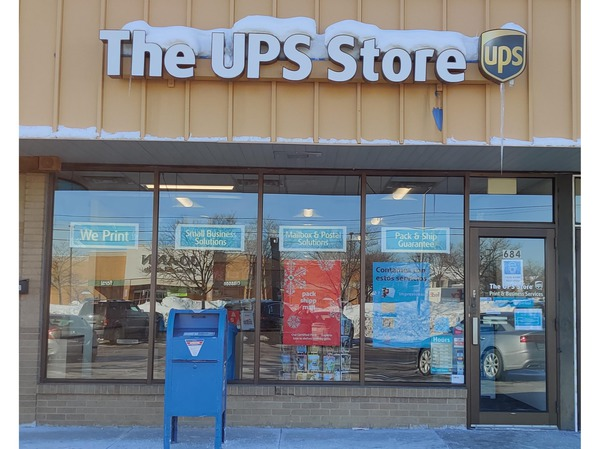Storefront of The UPS Store in Streamwood, IL