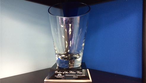 The Blue Vase is given to agents who excel in Life insurance¹ .