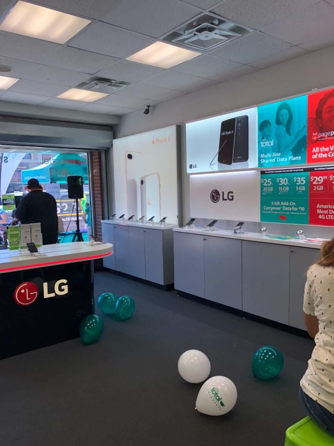 Total Wireless Store front image in North Bergen,  NJ