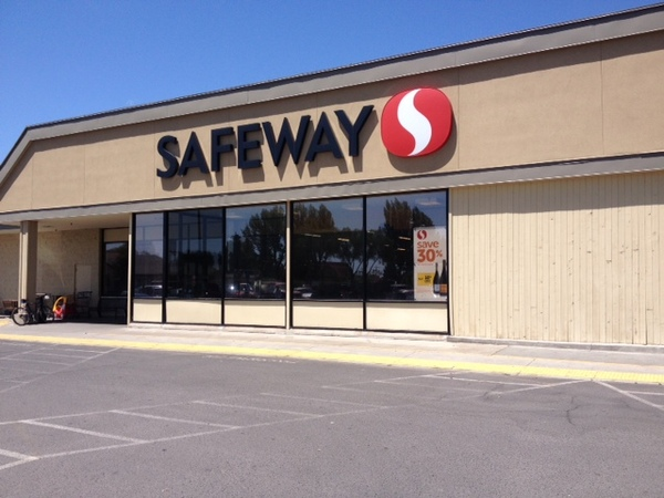 Safeway Store Front Picture at 246 W Monroe St in Burns OR