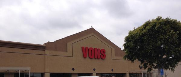 Vons Store Front Picture at 576 W Main St in Santa Paula CA
