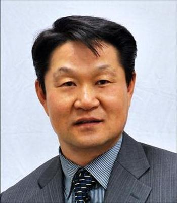 Photo of Donald Dongsu Lee
