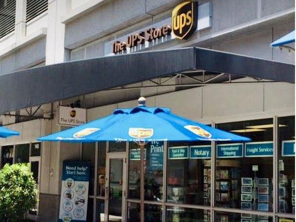 Facade of The UPS Store Fort Lauderdale
