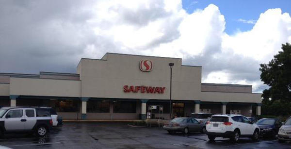 Safeway Store Front Photo at 20535 SW Tualatin Valley Highway in Aloha OR