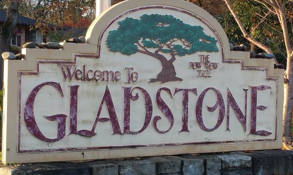 Welcome to Gladstone town entrance sign.