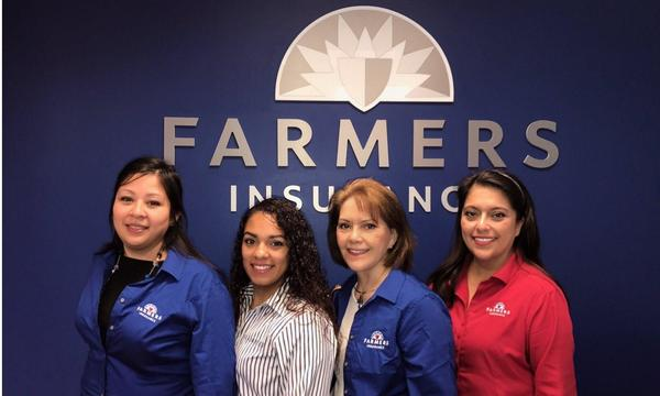 Agent Magana and Team standing in front of Farmers® logo