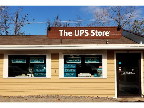 Facade of The UPS Store Manlius
