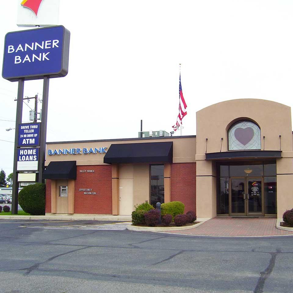 Banner Bank Sprague and University branch in Spokane Valley, Washington