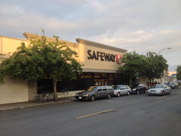 Safeway Store Front Picture at 4732 Brooklyn Ave in Seattle WA