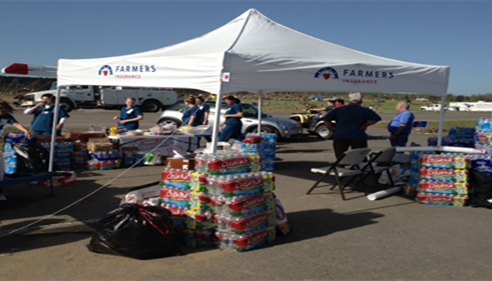 Farmers® agents providing essentials to storm victims.
