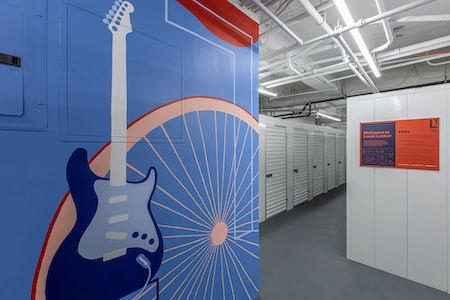 Brooklyn Heights storage facility mural
