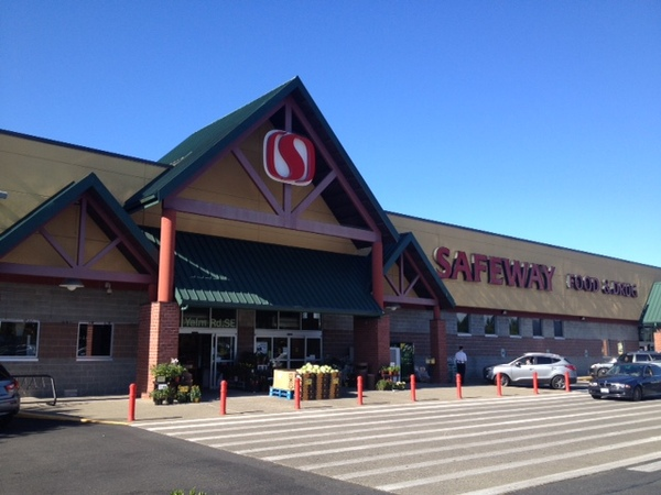 Safeway Store Front Picture at 4700 Yelm Highway in Lacey WA