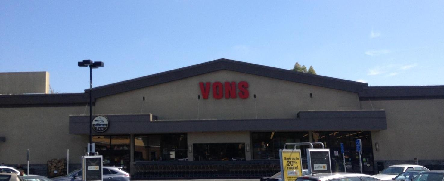 Vons Store Front Picture at 9860 National Blvd in Los Angeles CA