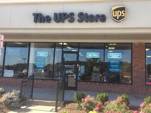 Exterior storefront image of The UPS Store #3911 in Fenton, MO