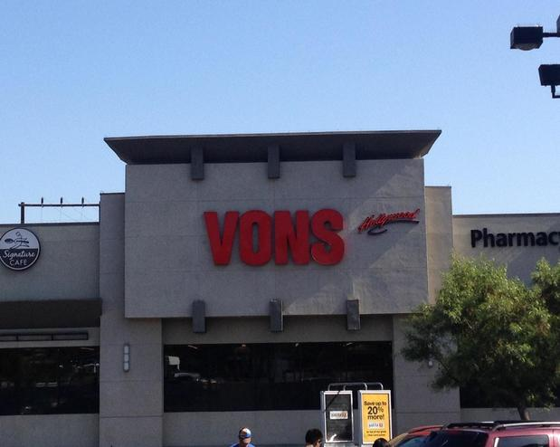 Vons Store Front Picture at 4520 Sunset Blvd in Los Angeles CA