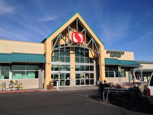 Safeway Store Front Picture at 601 S Pioneer Way in Moses Lake WA