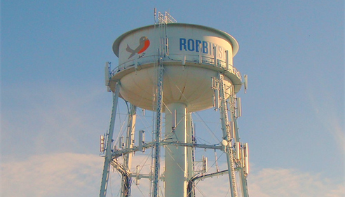"Watertower with ""Robbinsdale"" written on the side"