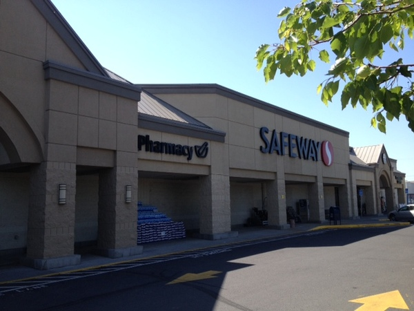 Safeway Store Front Photo at 201 SW 20th St in Pendleton OR