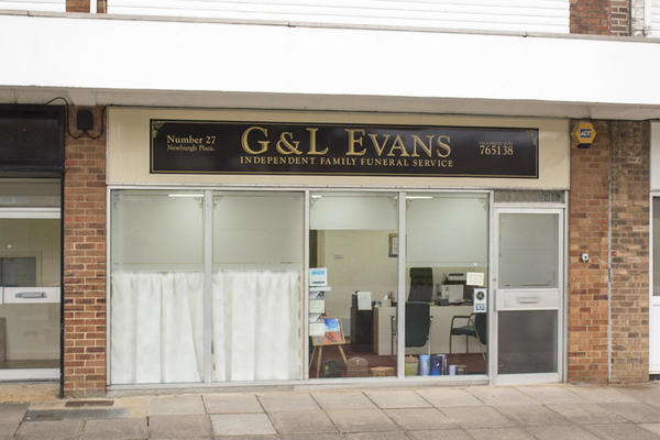 G & L Evans Funeral Directors in Highworth