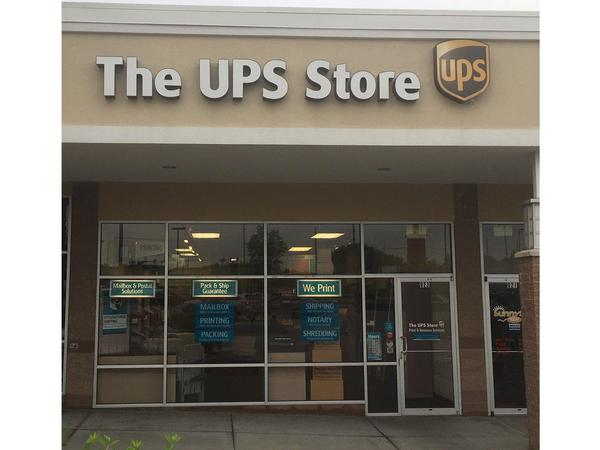 Facade of The UPS Store Lees Summit