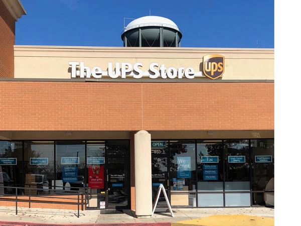 Facade of The UPS Store Stockbridge